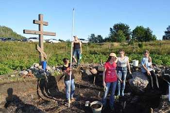 Поклонный крест на месте церкви