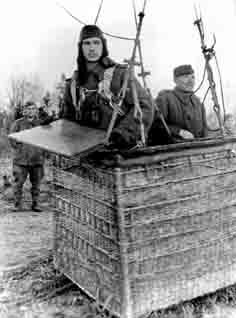 Корректировщик артиллерийского огня перед отправлением на задание